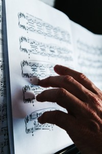Adult student is memorising a piece for piano